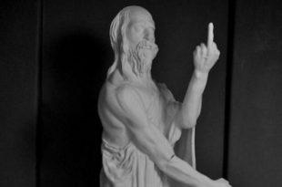 Историческая скульптура с факом