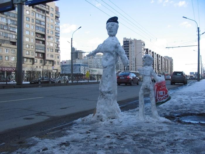 Снеговики на остановке